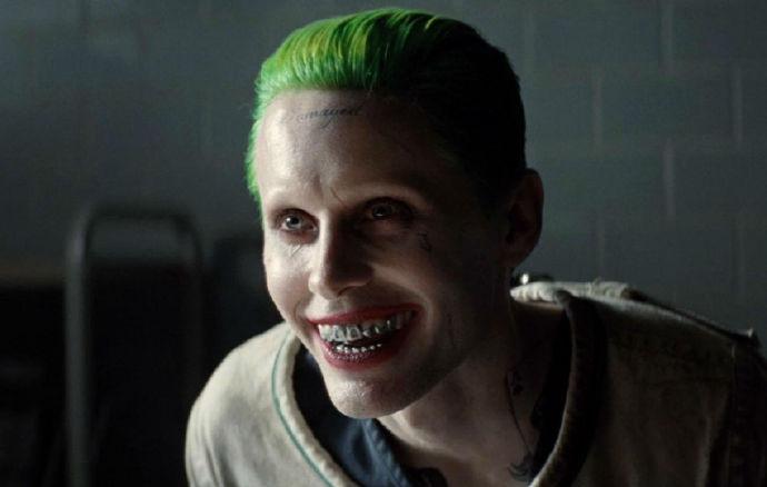 Jared Leto又要饰演小丑了,Deadline确定他会在《正义联盟》中再次饰演小丑-美剧品鉴社