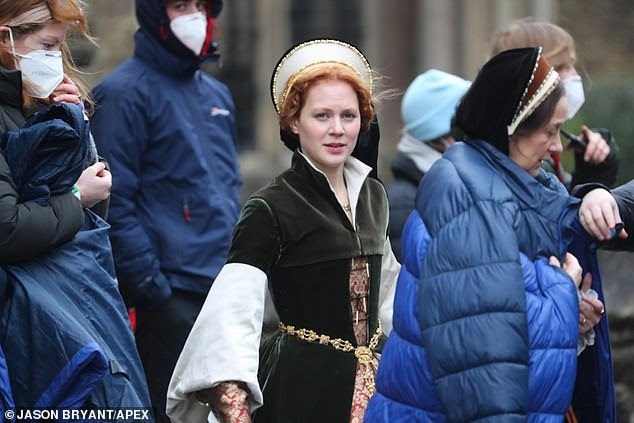 Starz新剧《成为伊丽莎白》在英国萨默塞特郡拍摄中,释出剧照-美剧品鉴社
