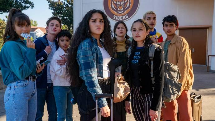HBO Max新剧《世代》第一季共16集,前半季于3月11日上线,首周上线三集-美剧品鉴社