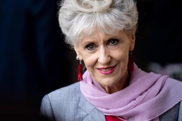 ITV四集书改剧《遥远的召唤》确定男主,该剧改编自《探长薇拉》原著作者Ann Cleeves的同名小说-美剧品鉴社