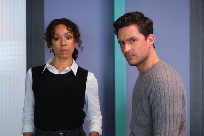 ITV新剧《遥远的召唤》释出首张剧照-美剧品鉴社