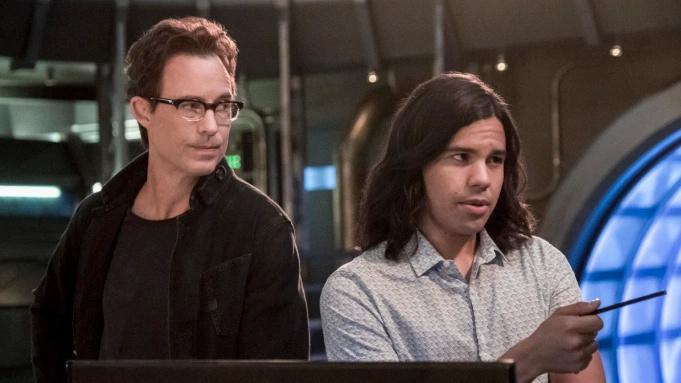 已续订第八季的CW DC剧《闪电侠》将有两名主演确定离开,分别是Tom Cavanagh及Carlos Valdes-美剧品鉴社