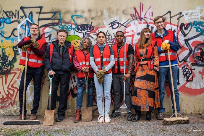 BBC+Amazon联手制作的英国喜剧《罪犯联盟》发布首张剧照-美剧品鉴社