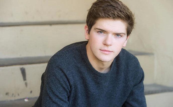 Colton Ryan加盟Hulu剧集《来自普莱恩维尔的女孩》,这部剧改编自真实事件-美剧品鉴社